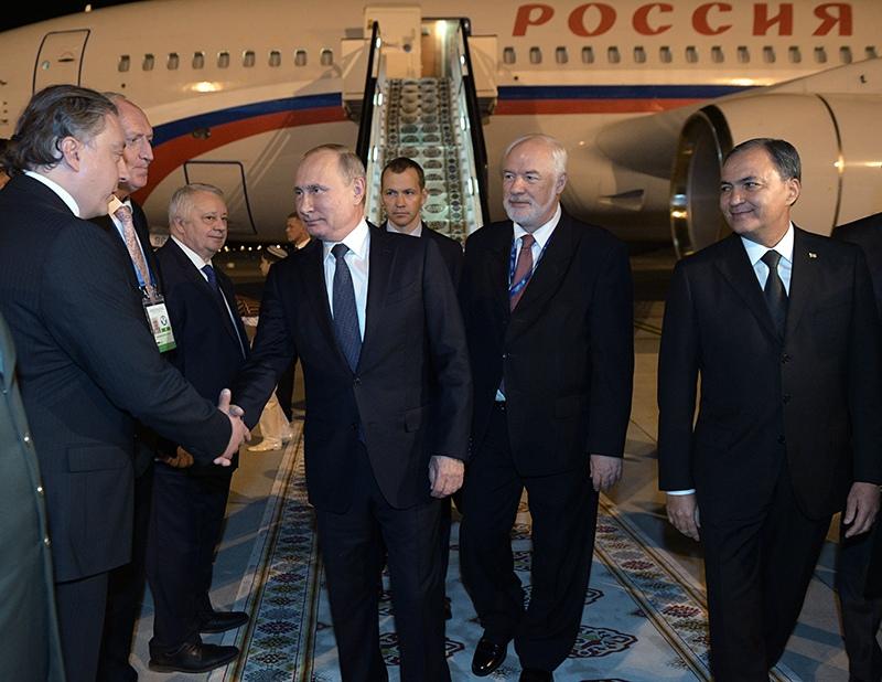 Владимир Путин в аэропорту Ашхабада
