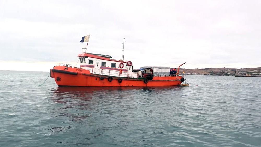 Катер МЧС в море