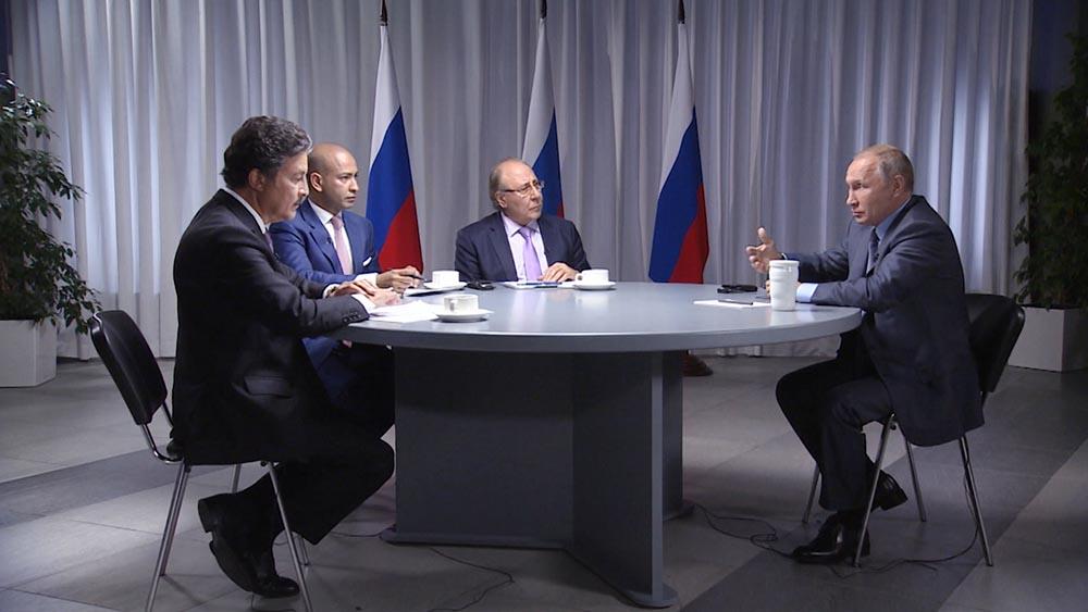 Владимир Путин даёт интервьюированаю