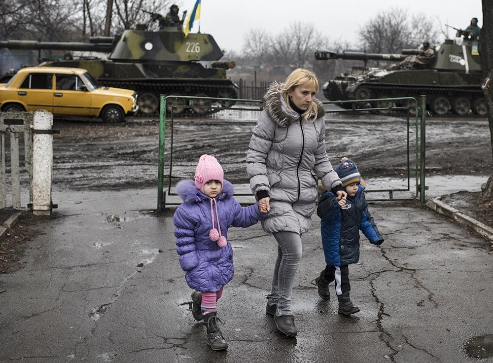 Жители Донбасса и украинские военные