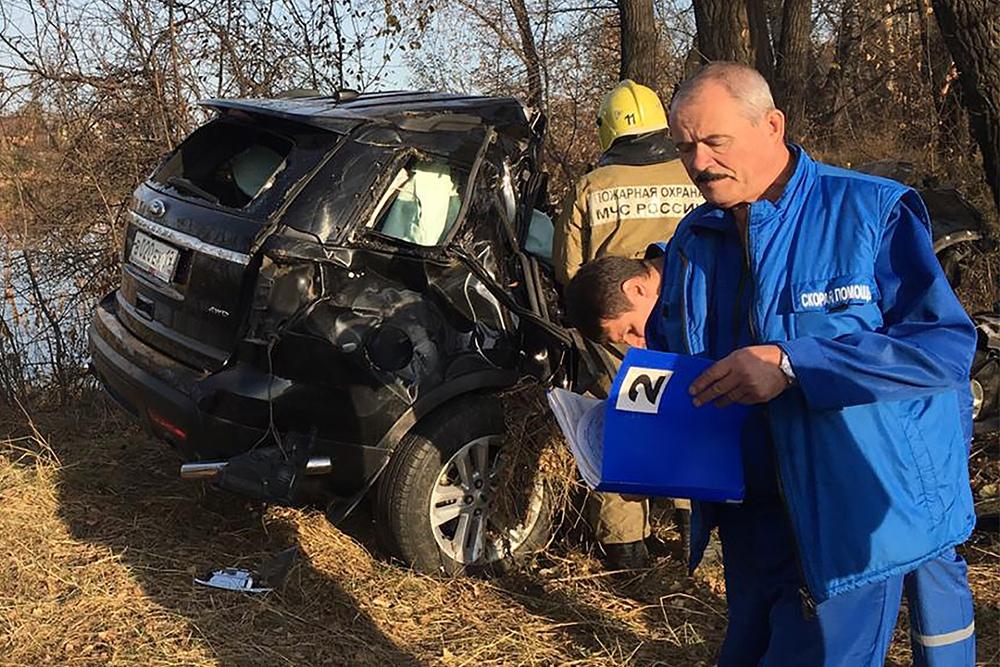 Экстренные службы на месте ДТП. Мэр города Абакан Николай Булакин погиб в аварии