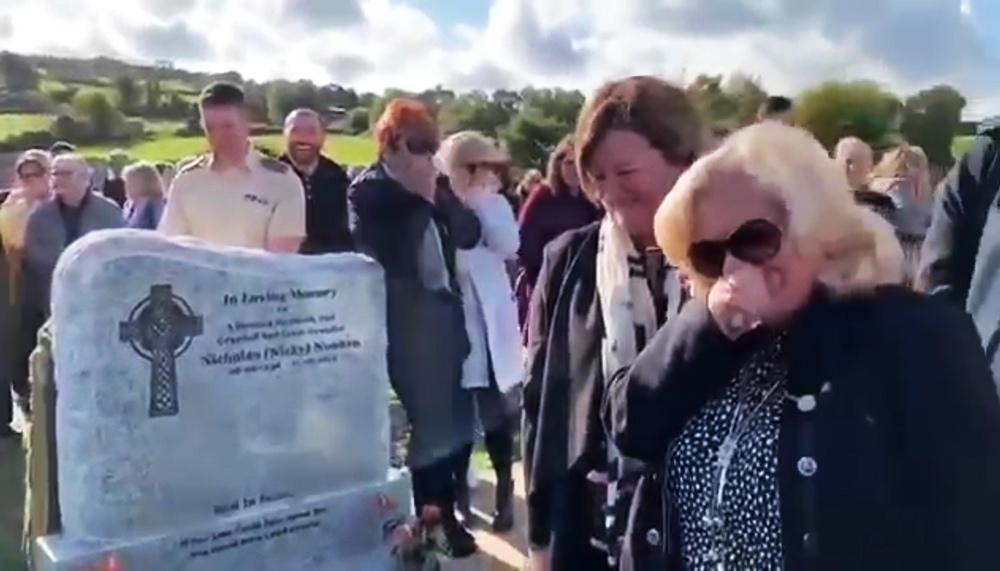 Кричащий из гроба мужчина рассмешил семью на своих похоронах