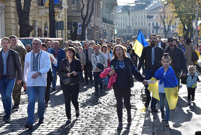 """Участники марша """"Нет капитуляции!"""", приуроченного ко """"Дню защитника Украины"""" во Львове"""