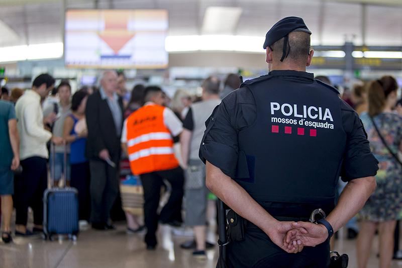 Полиция в аэропорту Барселоны
