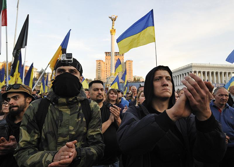 Протестующие во время митинга в Киеве