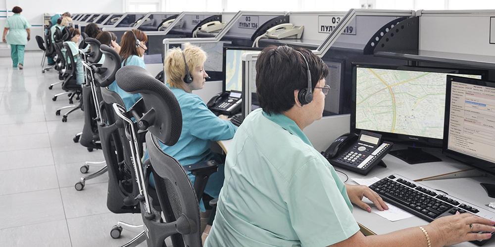 Сотрудники диспетчерской службы скорой помощи