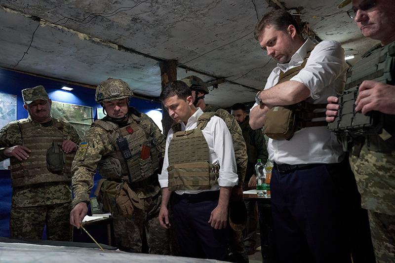 Рабочая поездка Владимира Зеленского в зону боевых действий на Донбассе