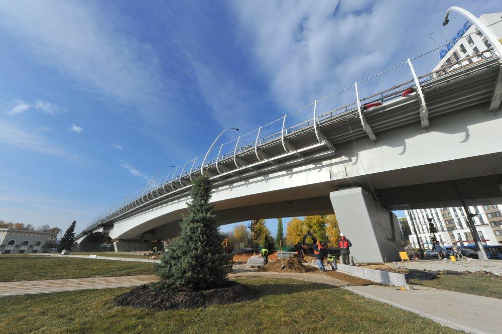 Строительство завершающего участок Северо-Западной хорды балочного моста через Карамышевское спрямление Москвы-реки