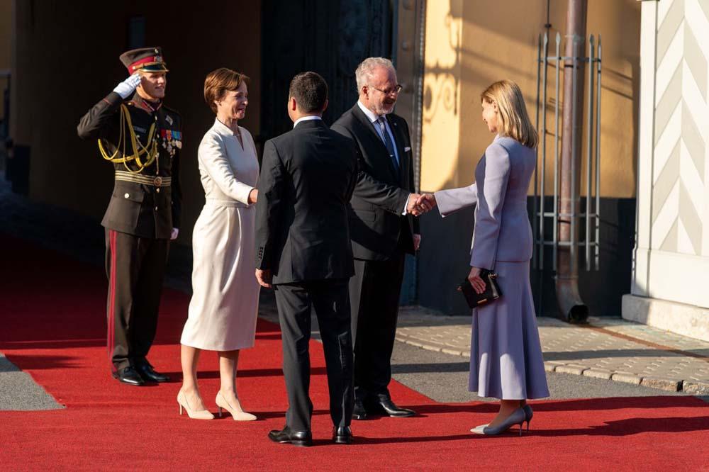Украинцы в восторге от нелепого наряда жены Зеленского