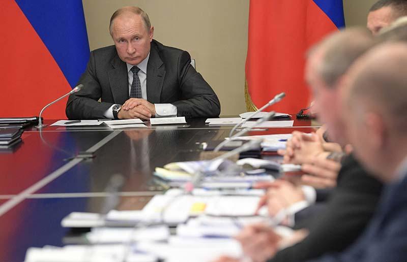 Владимир Путин проводит совещание по вопросам ликвидации последствий паводков в Иркутской области и на Дальнем Востоке