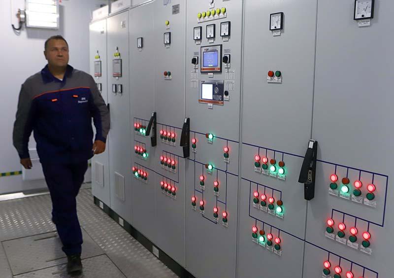 Сотрудник электростанции