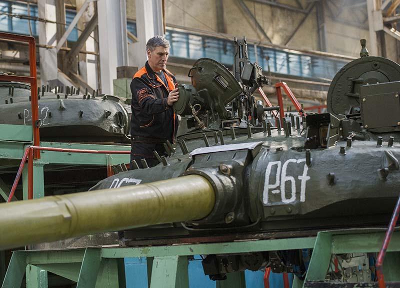 Модернизация танка Т-72 в сборочном цехе