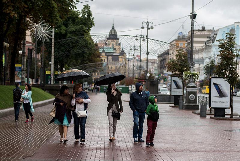 Горожане на Крещатике в Киеве