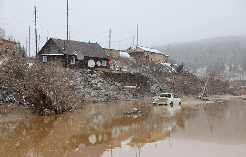 Рабочий поселок старателей, затопленный в результате прорыва технологической дамбы