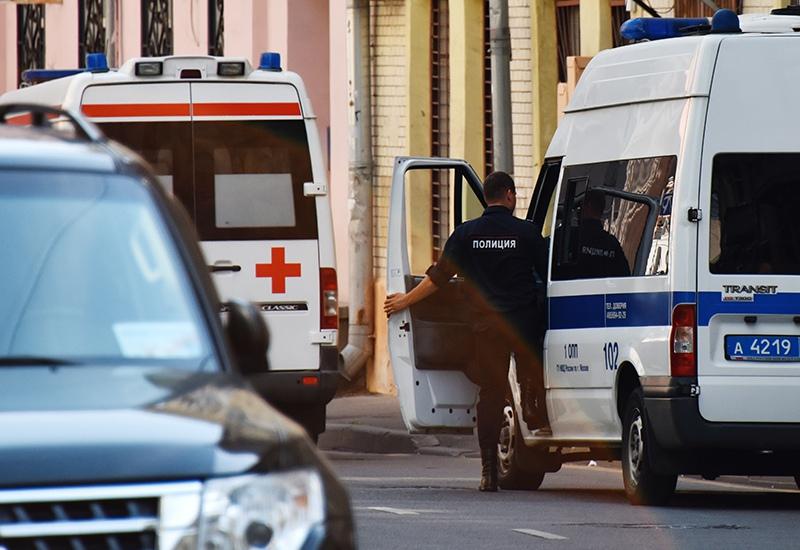 Автомобиль полиции и скорой помощи