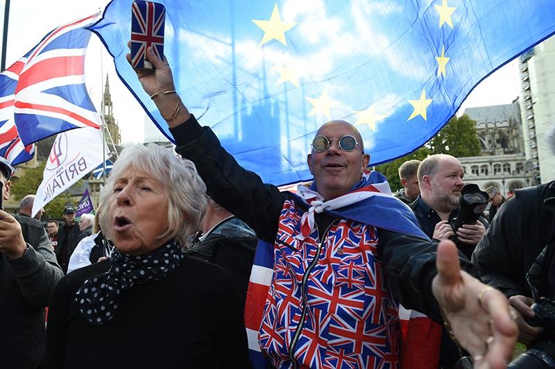 Митингующие в Великобритании