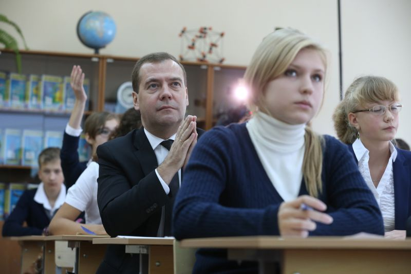 Дмитрий Медведев посетил школу в День знаний