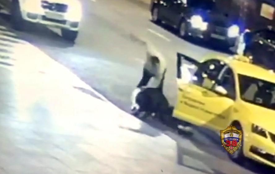 Таксист напал на пассажира