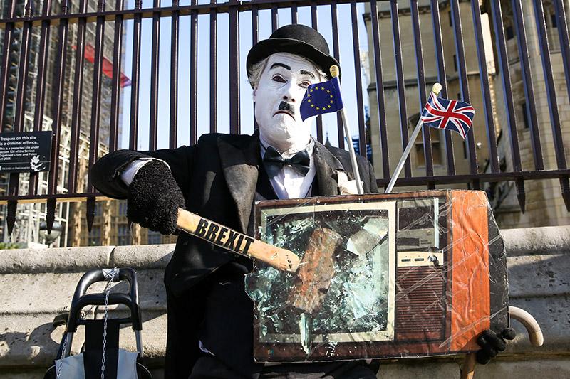 Участник акции против Brexit в Лондоне