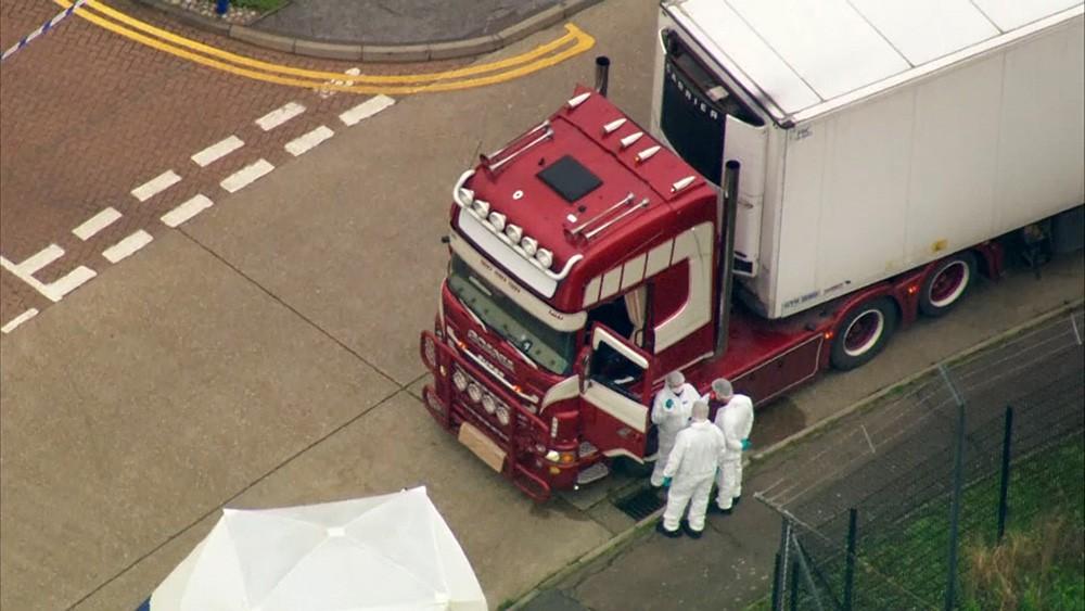"""Результат пошуку зображень за запитом """"полиция обнаружила в британском Эссексе грузовик с 39 трупами"""""""