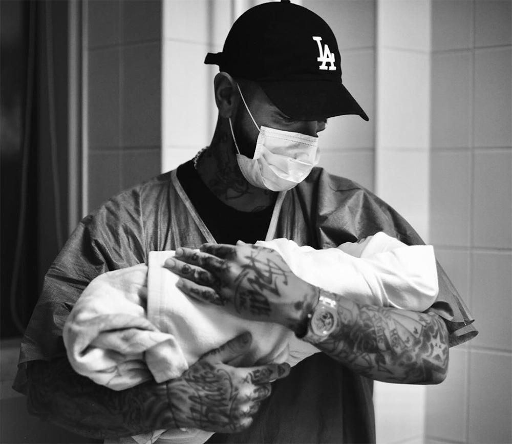 Тимати с новорожденным сыном