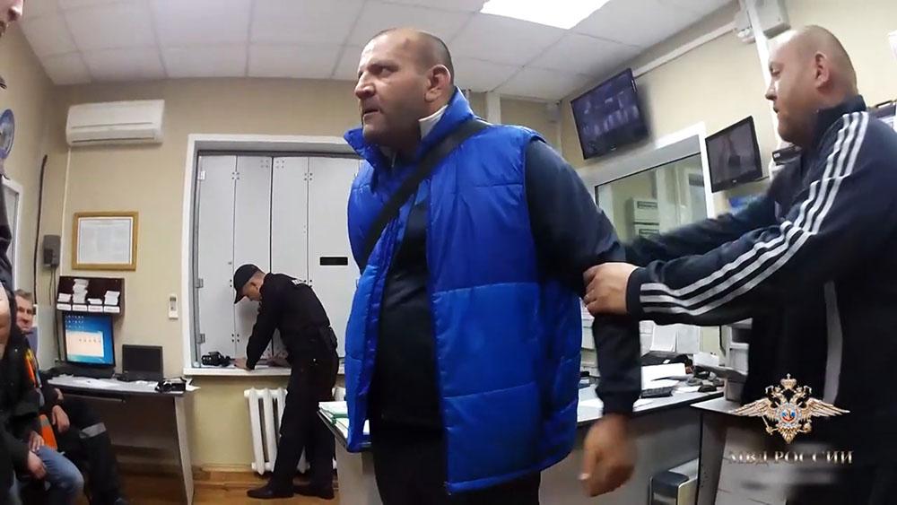 Дебоширы в отделении полиции