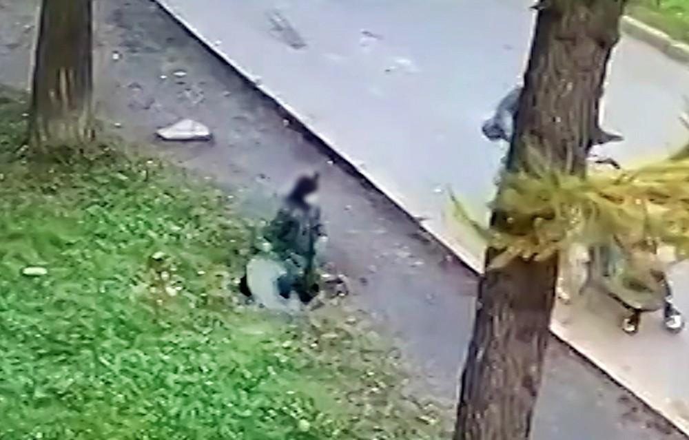 Ребенок провалился в люк