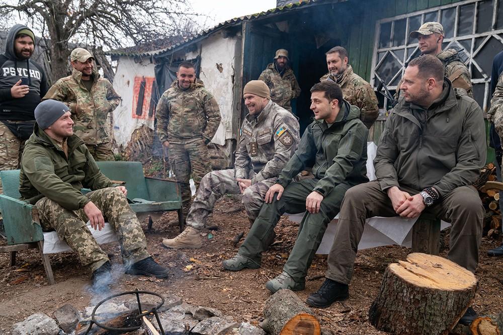 Владимир Зеленский и украинский военные в Донбассе