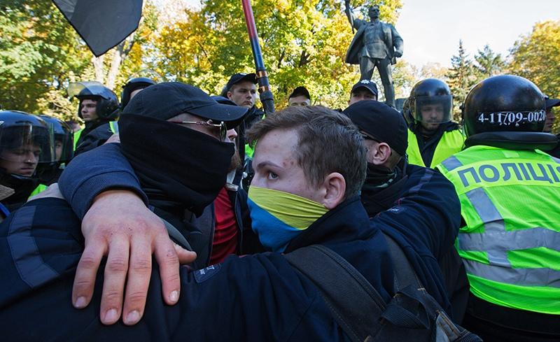 Радикалы и сотрудники правоохранительных органов