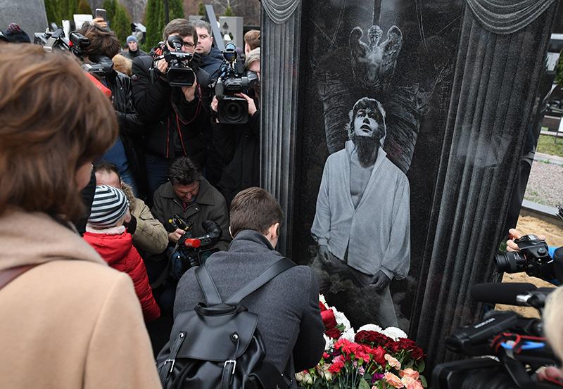 Церемония открытия памятника актеру Николаю Караченцову