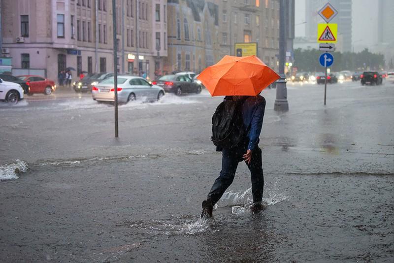 Сильный дождь и ветер