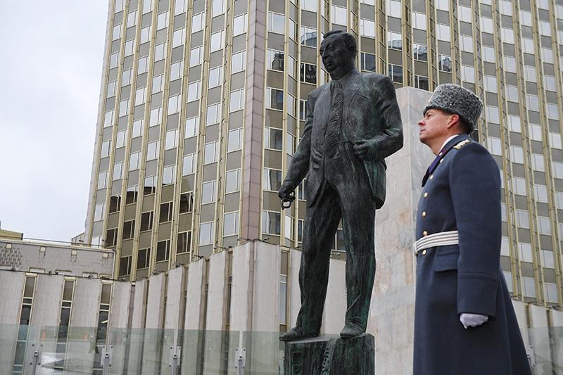 Памятник государственному деятелю, политику Евгению Примакову