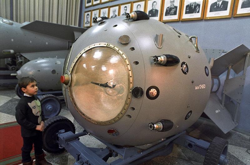Первая атомная бомба РДС-1 (1949)