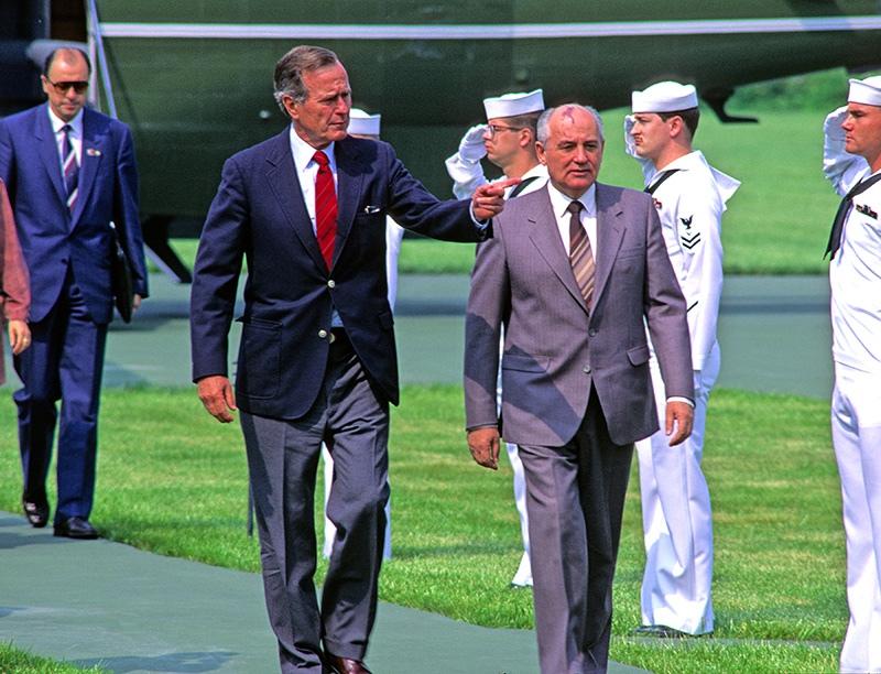 Михаил Горбачев и Джордж Буш старший