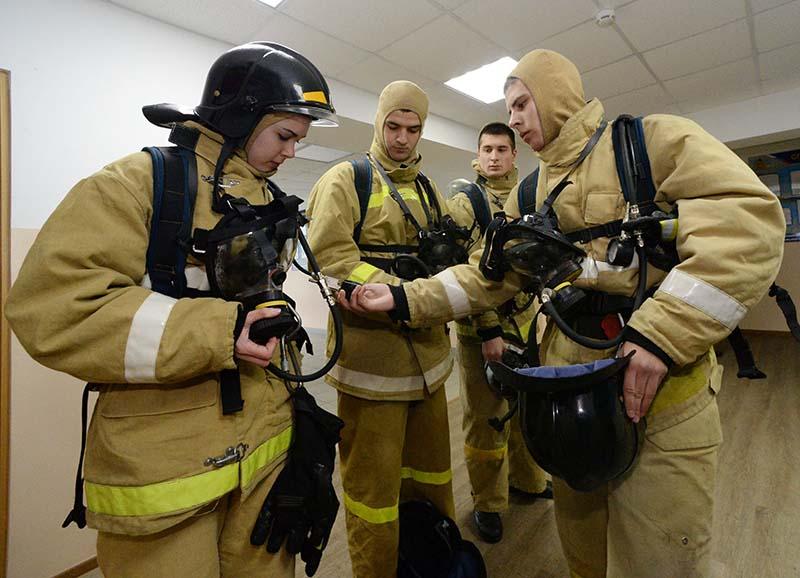 Курсанты пожарно-спасательной академии