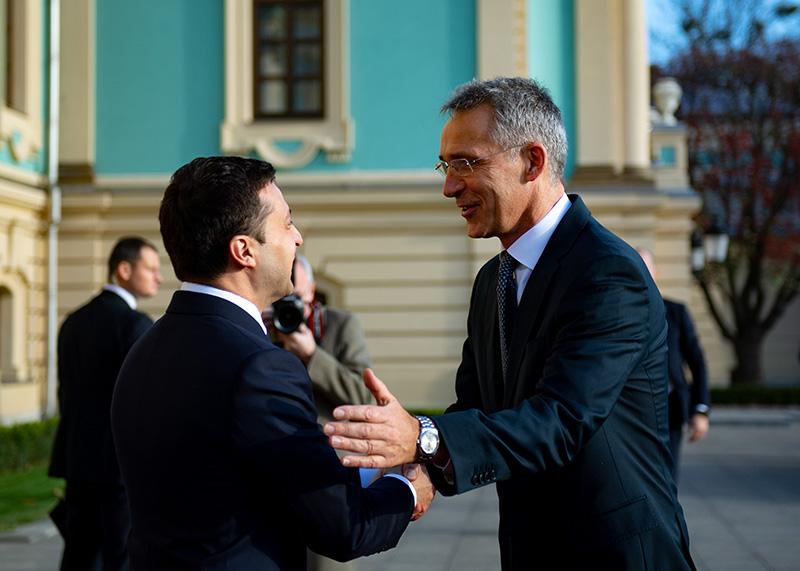 Генеральный секретарь НАТО Йенс Столтенберг и президент Украины Владимир Зеленский