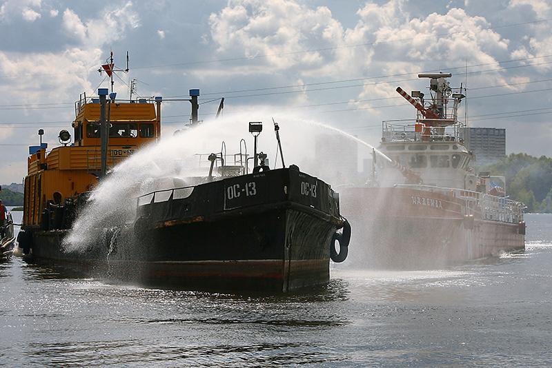 Ликвидация возгорания на танкере