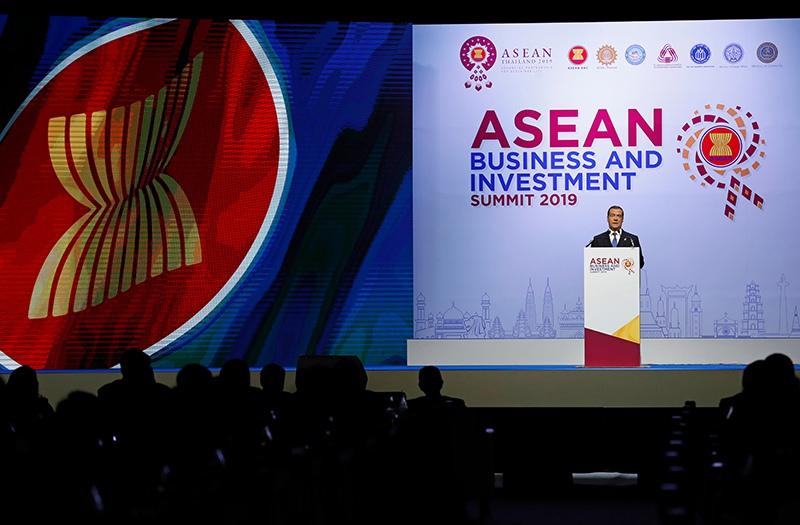 Дмитрий Медведев выступает на деловом инвестиционном саммите АСЕАН-2019 в Бангкоке