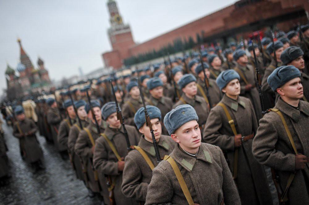 Репетиция марша, посвященного годовщине военного парада 1941 года на Красной площади