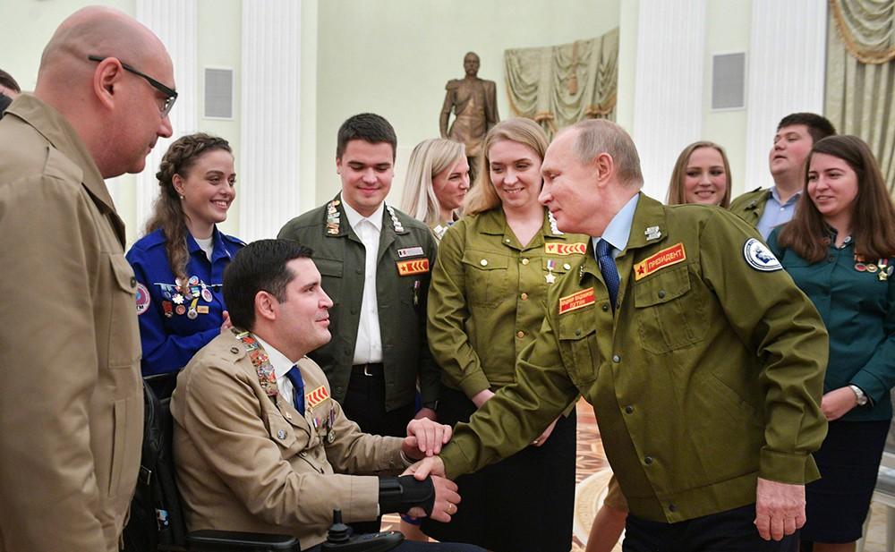 Владимир Путин и представители студотрядов