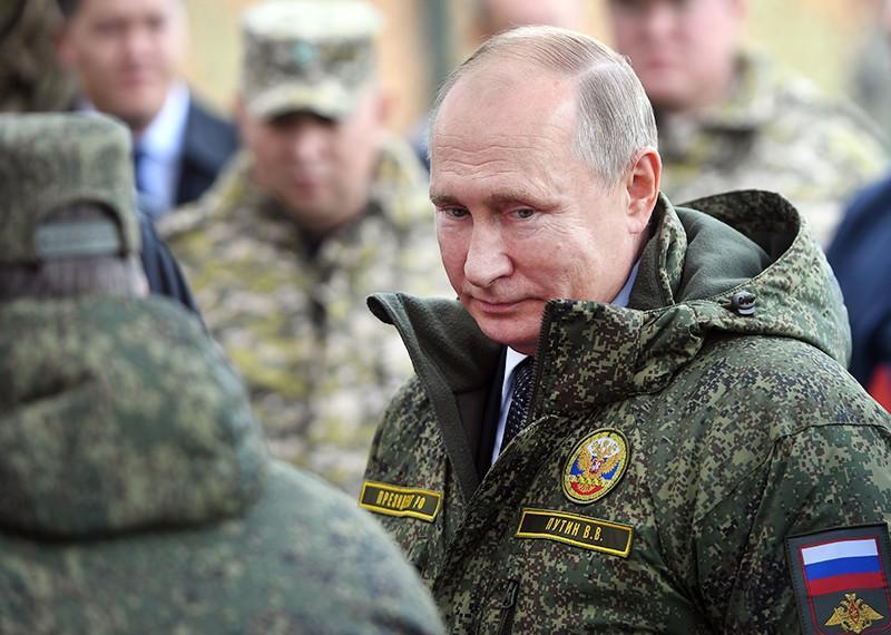 Владимир Путин на командно-штабных учениях