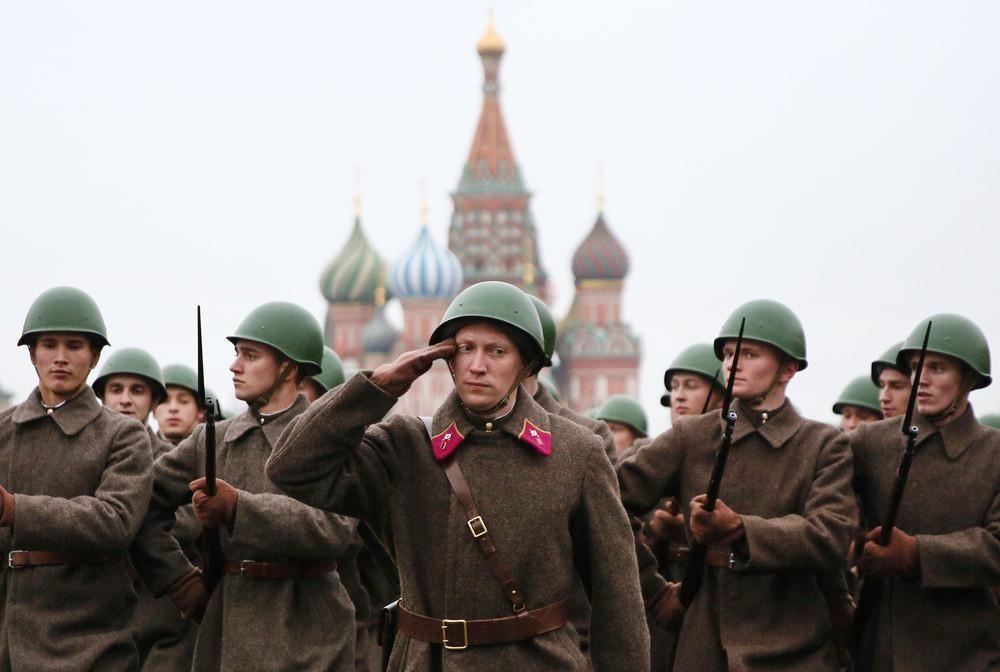 Марш в честь годовщины парада 7 ноября 1941 года