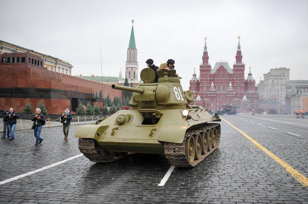 Марш в честь годовщины парада 1941 года прошел в Москве