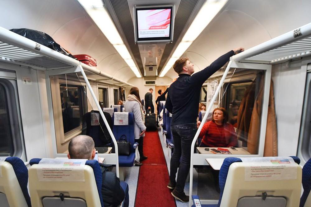 Пассажиры в поезде