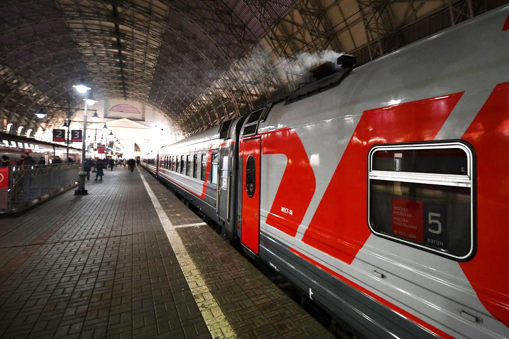 Поезд на перроне