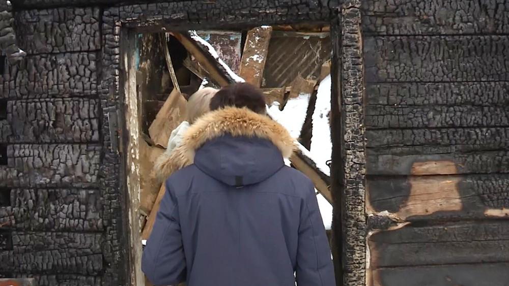 Сгоревший деревянный жилой дом