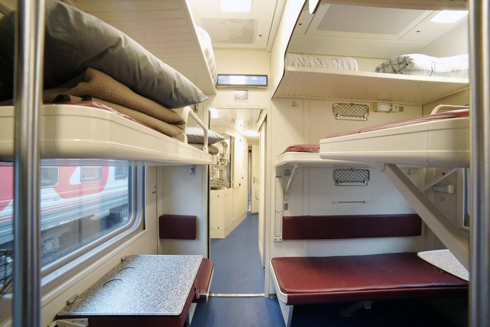 Плацкартный вагон поезда