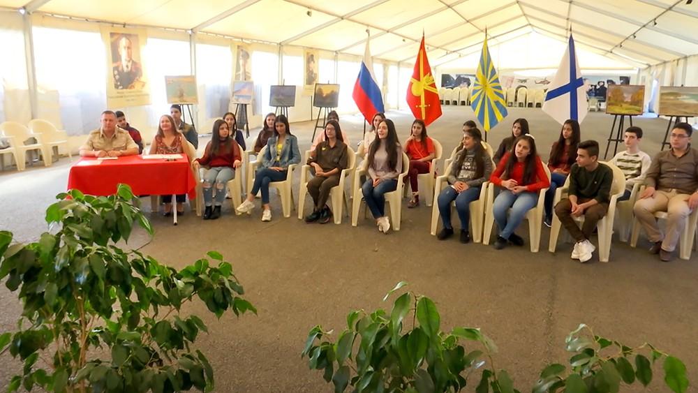 """Активисты """"Юнармия"""" пообщались с сирийскими школьниками"""