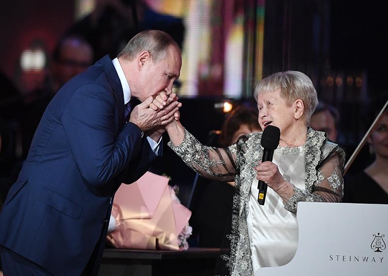 Владимир Путин и Александра Пахмутова