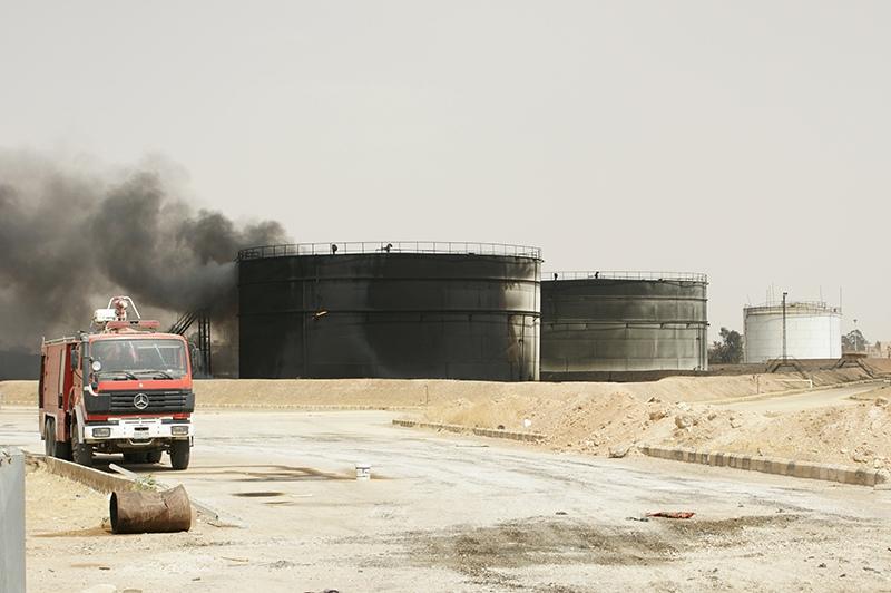 Бункеры с нефтью в Сирии